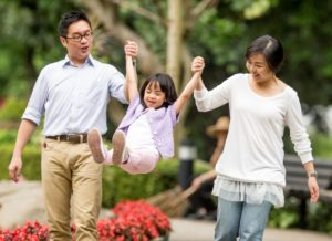 chinese-family-in-the-park-cropped